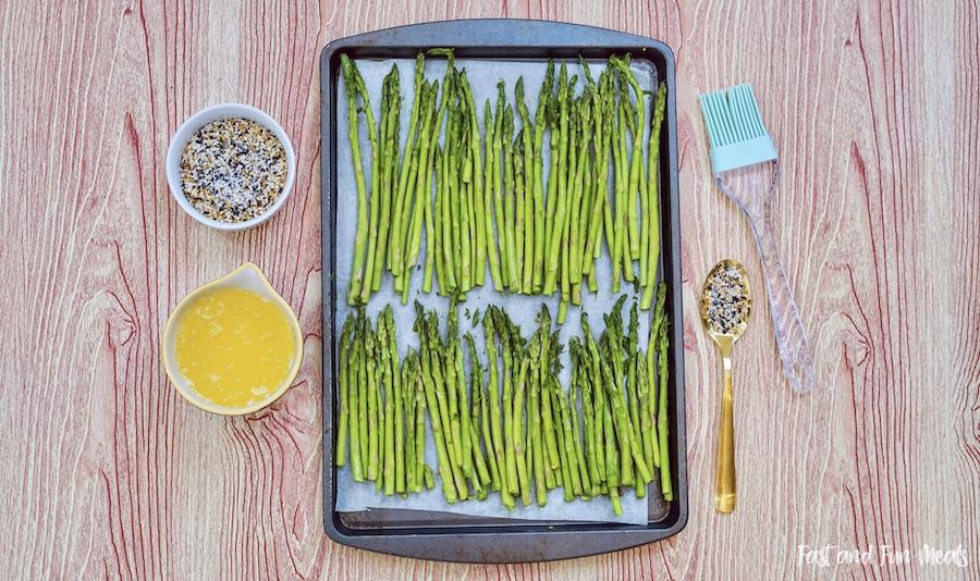 Ingredients for everything bagel seasoning sheet pan asparagus.