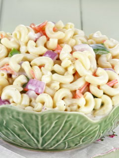 Featured image showing macaroni salad recipes finished ready to eat.